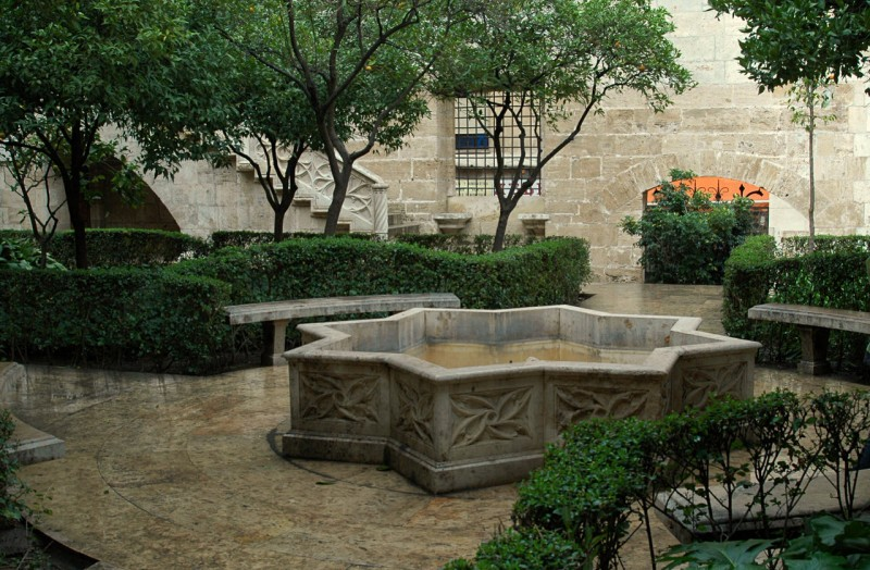 Апельсиновый дворик (Patio de los Naranjos)