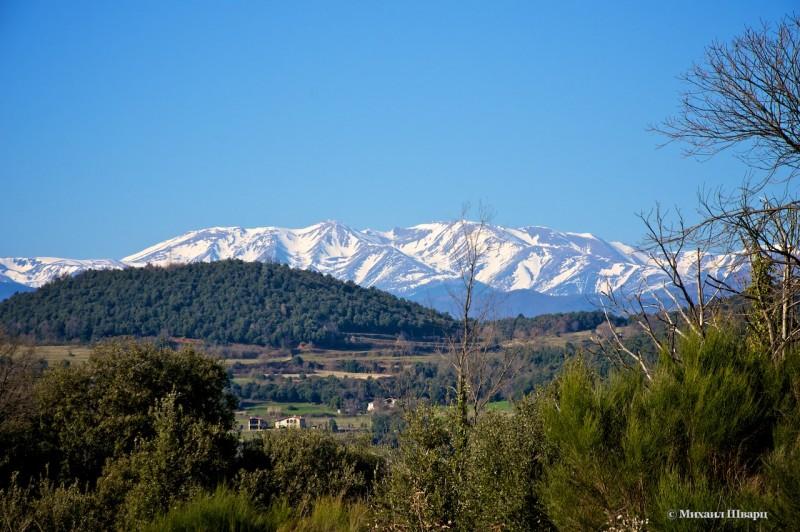 Видно снежные Пиренеи