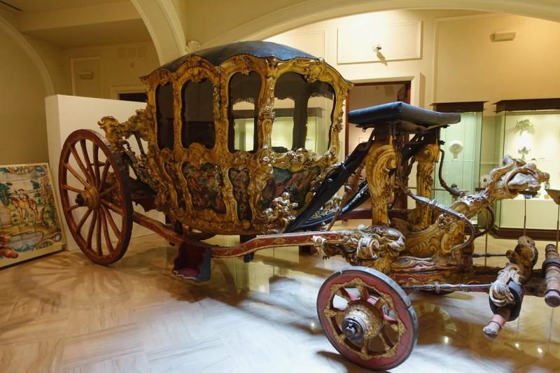Одна из старинных парадных карет