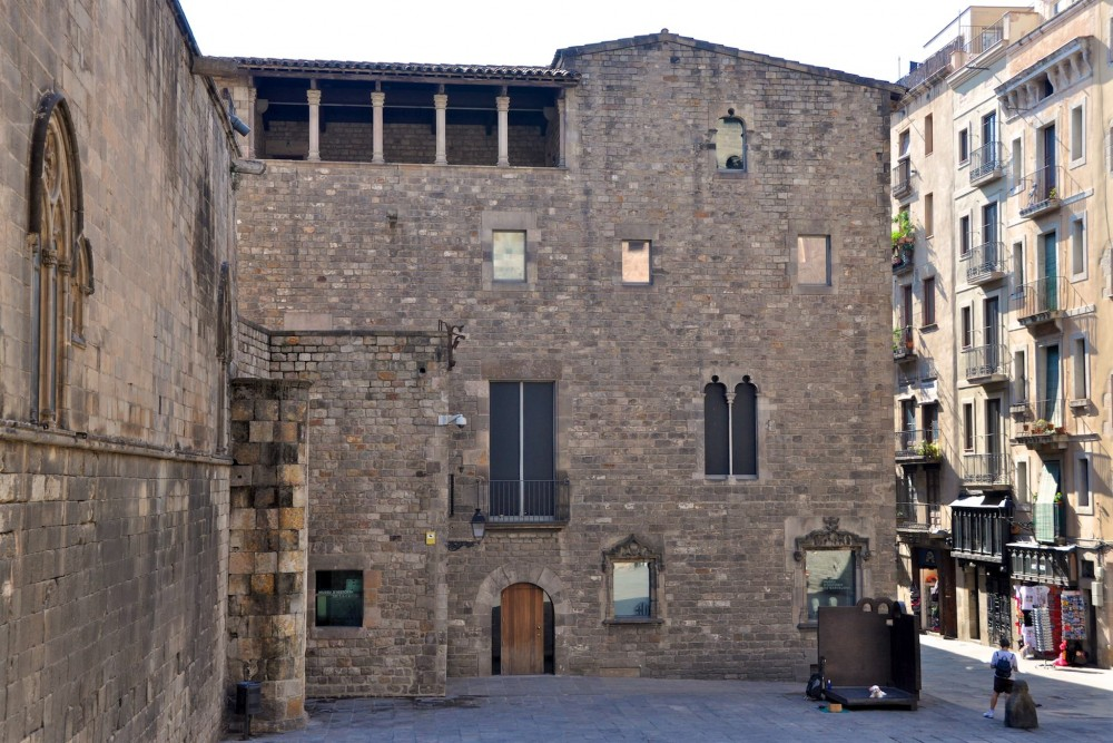 Бывший Королевский дворец, где размещен музей MUHBA (фото: Biblioteca MUHBA)