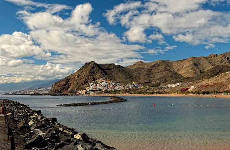 Пляж Las Teresitas в 5 км от столицы Санта Круз