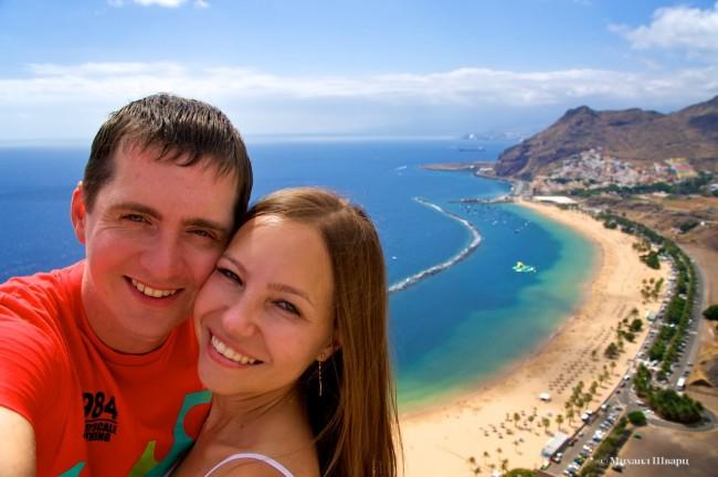 Сэлфи на фоне пляжа на Тенерифе