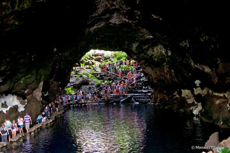 Соленое озеро в пещере Jameos del Agua