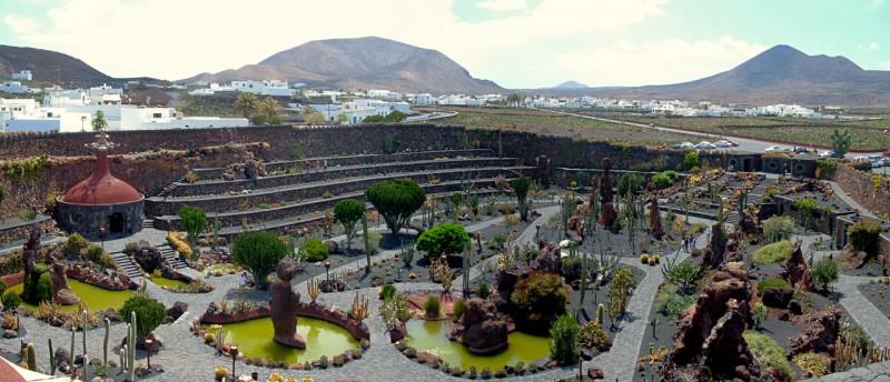 Вид со смотровой площадки рядом с мельницей