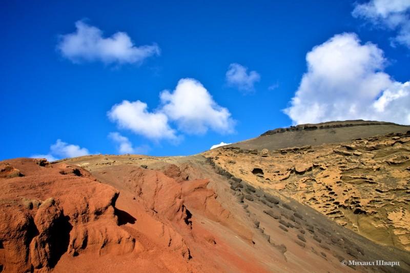 Цветные склоны вулканического кратера