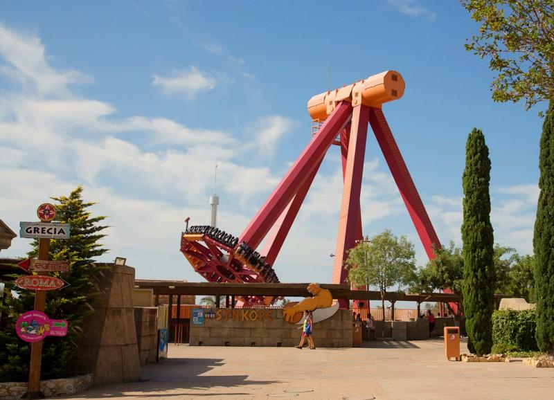 Огромный парк развлечений – Terra Mítica