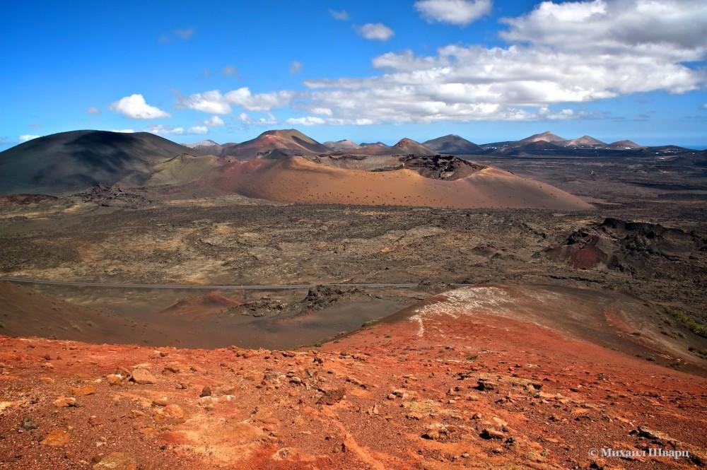 Вулкан Монтанья-Де-Фуэго (Montañas del Fuego)
