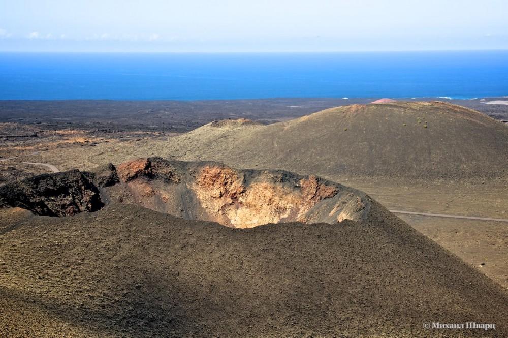 Вулканы и застывшая лава