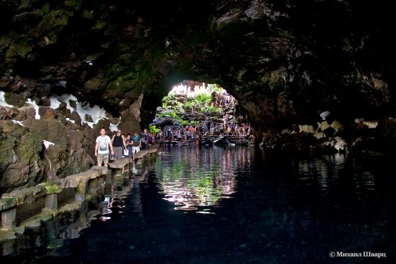 Соленое озеро в нижней части пещеры