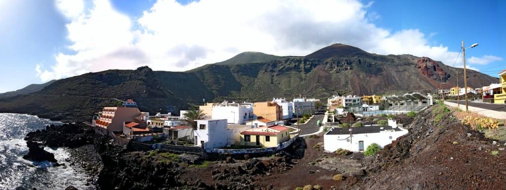 Домишки на фоне гор (фото: Sara Miquel)