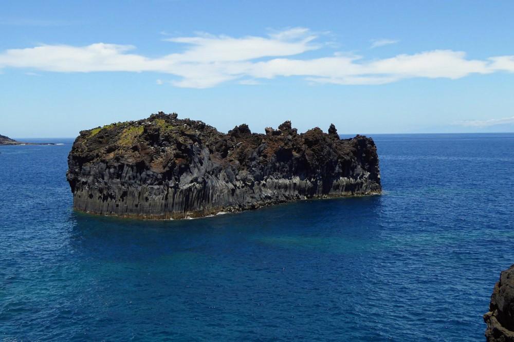 Скалы Roque de las Gaviotas вблизи курорта (фото: kante)