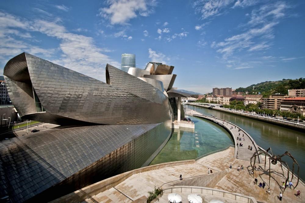 Музей Гуггенхайма в Бильбао (фото: Andrea Ciambra)