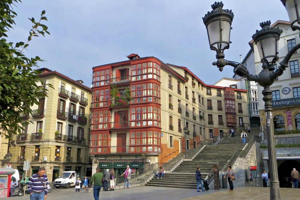 Площадь Miguel de Unamuno (фото: Colin Hepburn)