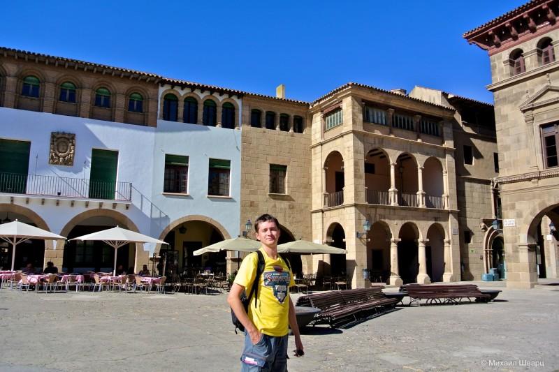 Главная площадь Испанской Деревни