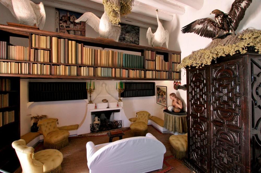 Библиотека (фото: becky&ralpho)