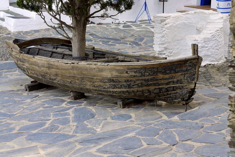 Деревянная лодка и кипарис (фото: bradman334)