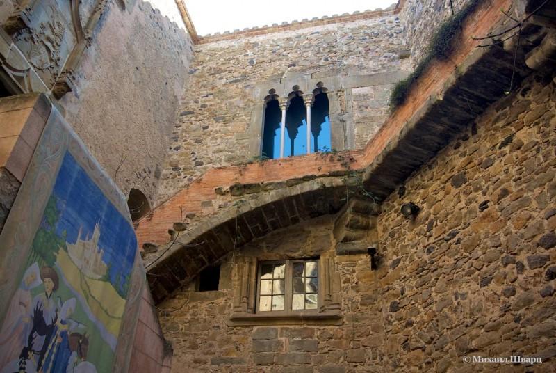 Замок Гала-Дали в Пуболь