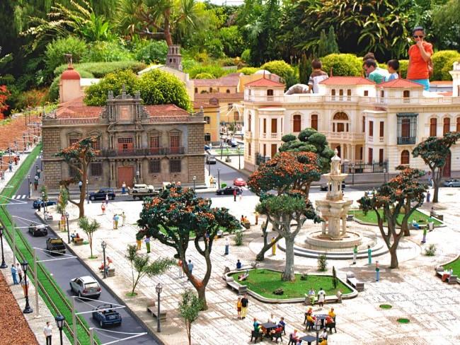 Маленькая копия площади Adelantado города La Laguna