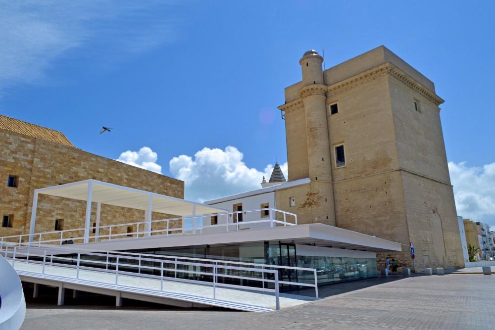 Башня на южном фасаде (фото: Manuel López Gutiérrez)