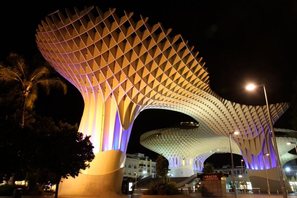Метрополь Зонтик при ночном освещении