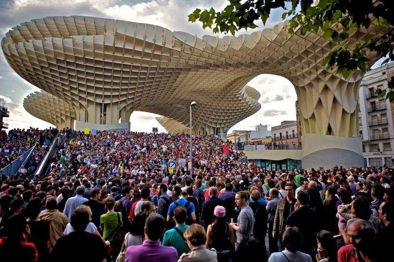 Толпа на площади Энкарнасьон