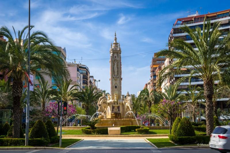 Площадь Лос Лусерос (Plaza de los Luceros)