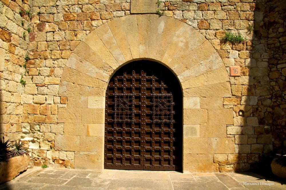 Мощные ворота