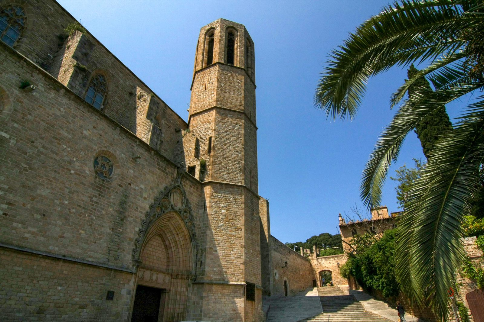 Церковь при монастыре (фото: Les Corts Les Corts)