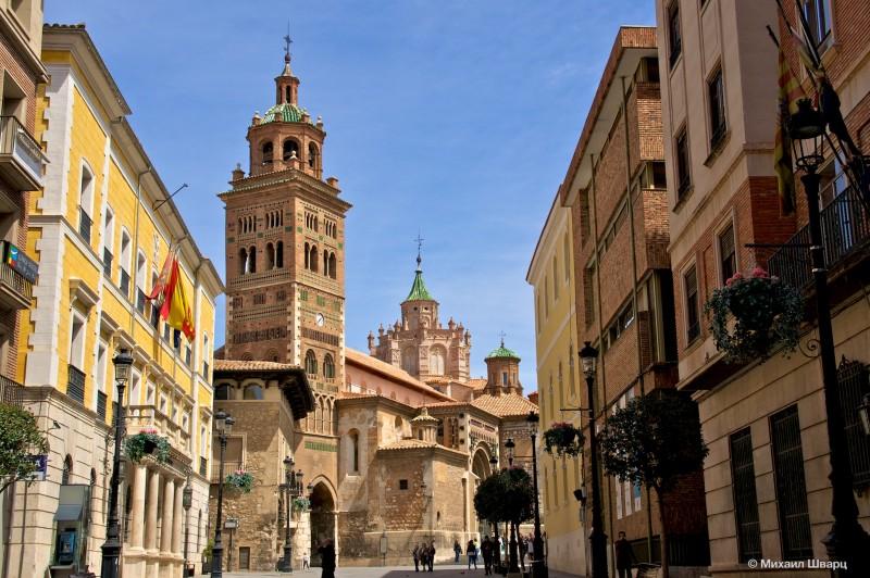 Мэрия и Кафедральный собор Теруэля