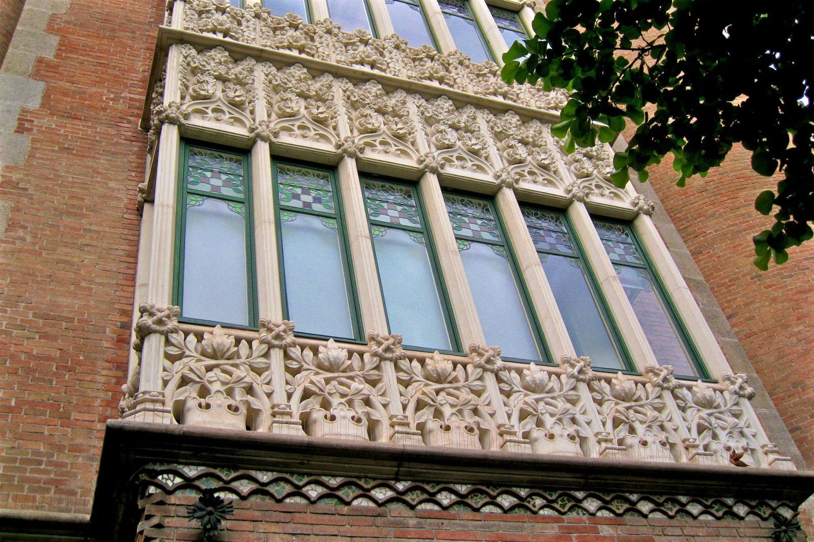 Балкон с каменным орнаментом (фото: FRANCISCO VALERA LOPEZ)