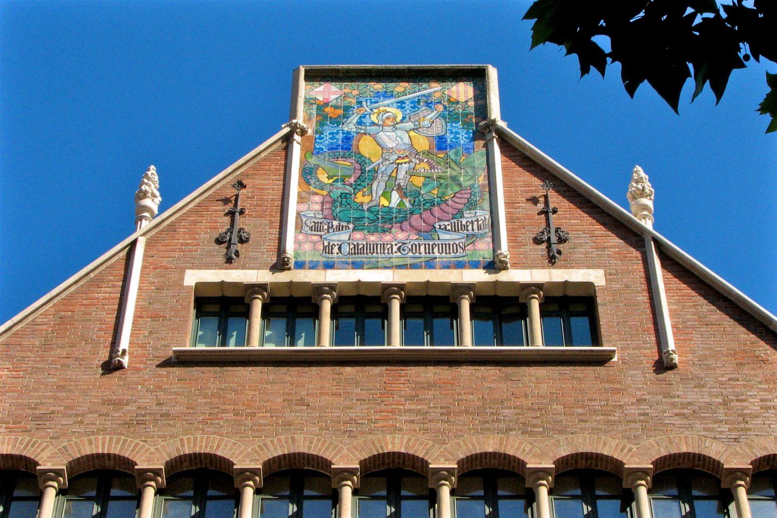Панно с изображением Святого Георгия (Sant Jordi) (фото: Valentina Giannella)