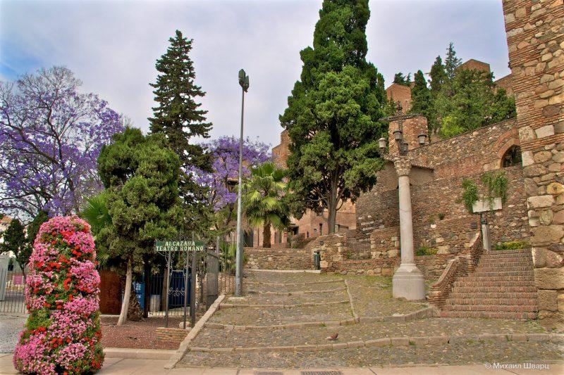Вход во дворец Алькасаба