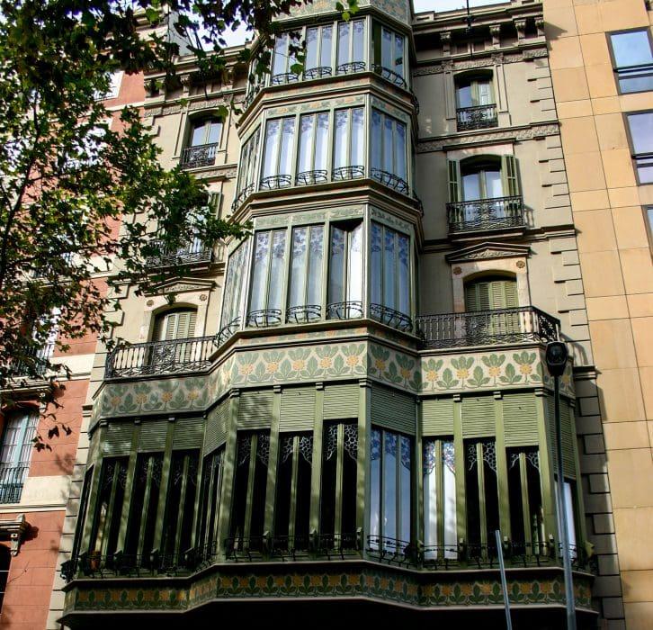 Фасад с улицы Руссильон