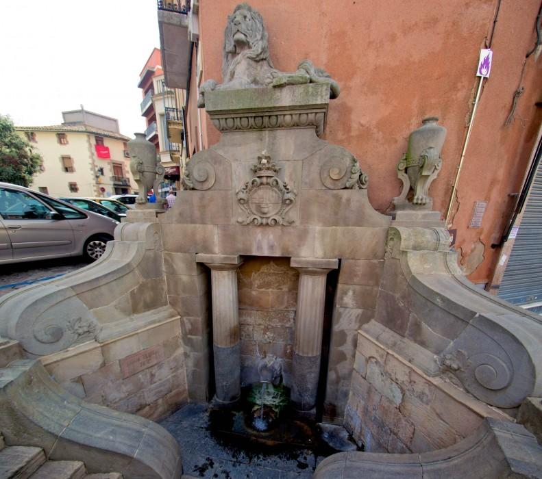 Источник Льва (Font del Lleó), фонтан построили еще в 1581 году