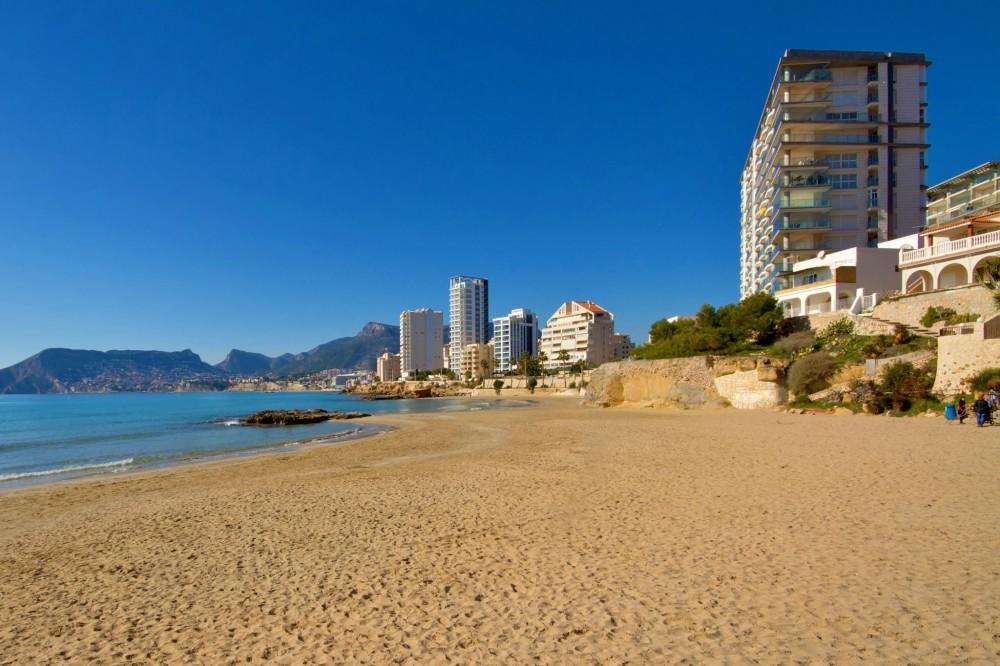Пляж Cantal Roig (фото: Robert Slater)