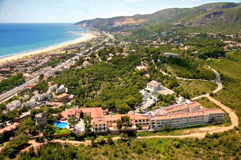 Пляж Castelldefels, чуть южнее аэропорта – Эль-Прат