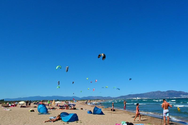 Большой ветреный пляж Сант-Пере-Пескадор