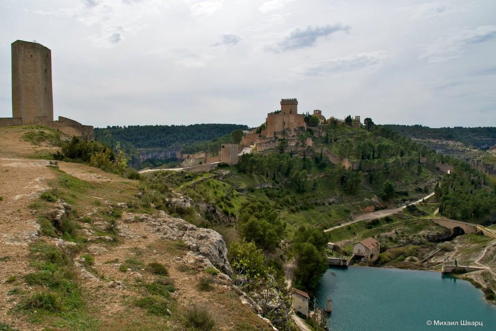Кастильо-де-Аларкон и башня Кампо (Campo)