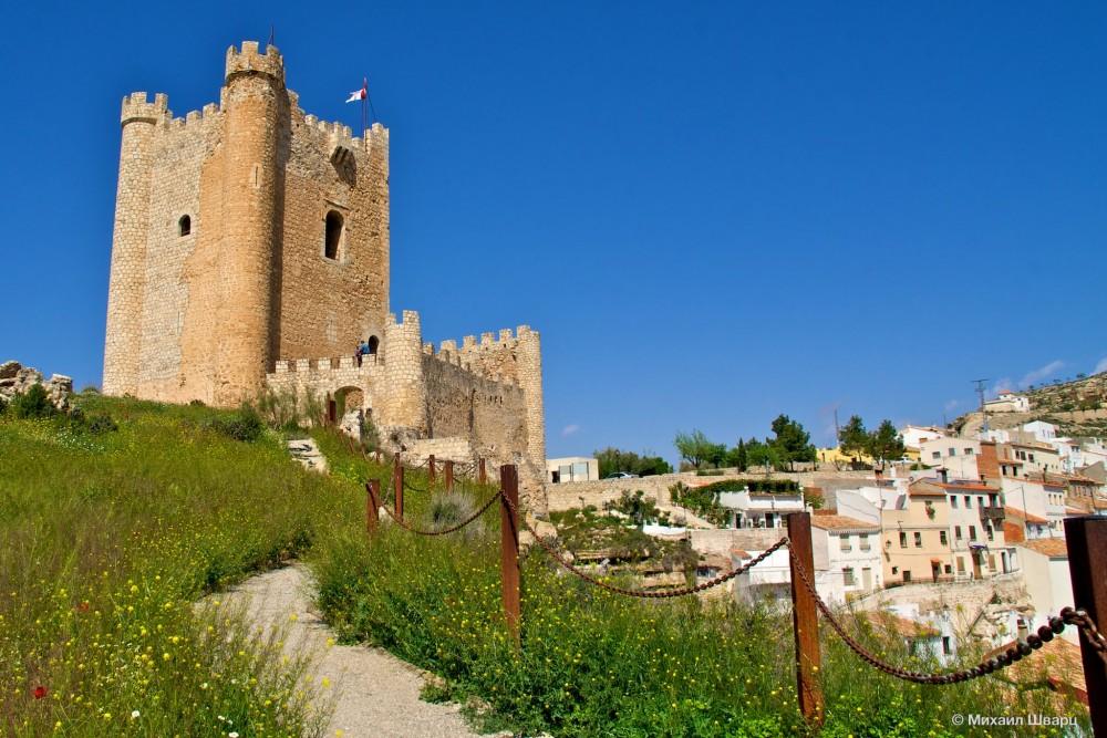 Арабская крепость на утесах, Alcalá del Júcar