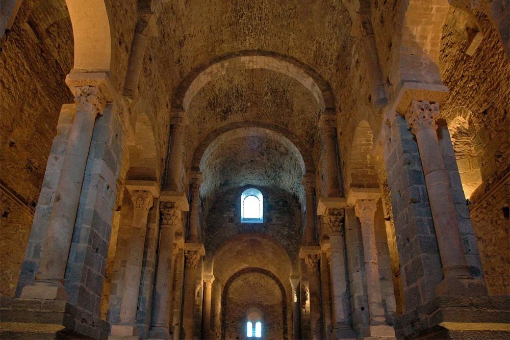 Неф церкви (фото: Monestirs Puntcat)