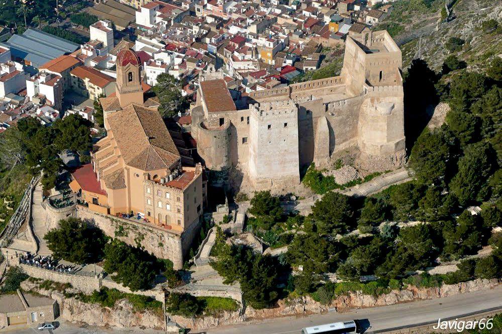 Замок и Святилище Девы дель Кастильо (фото: Javier García Escoms)
