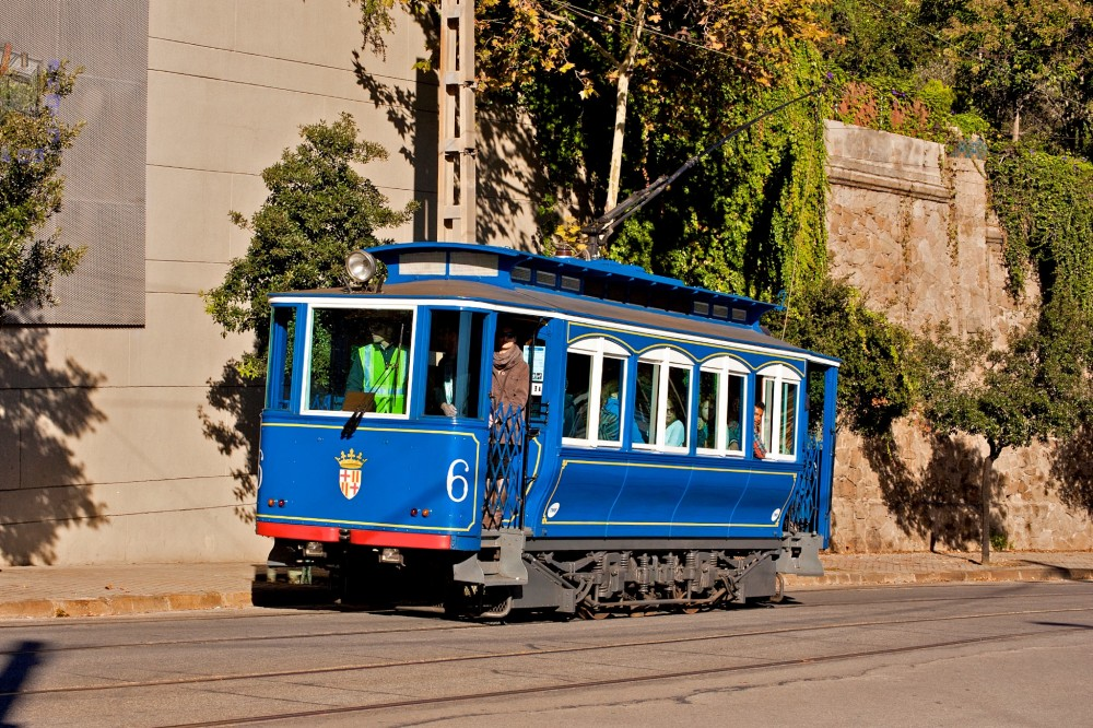 Голубой трамвай (фото: Aleix Cortés)