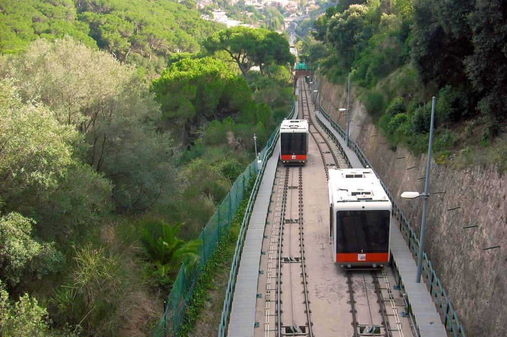 Фуникулер Vallvidrera (фото: FerrocarrildelBergantes)