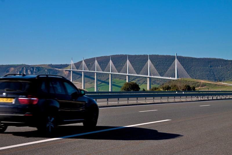 Мост Мийо (le Viaduc de Millau) по дороге из Барселоны в Париж