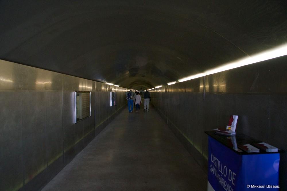 Длинный коридор к лифту