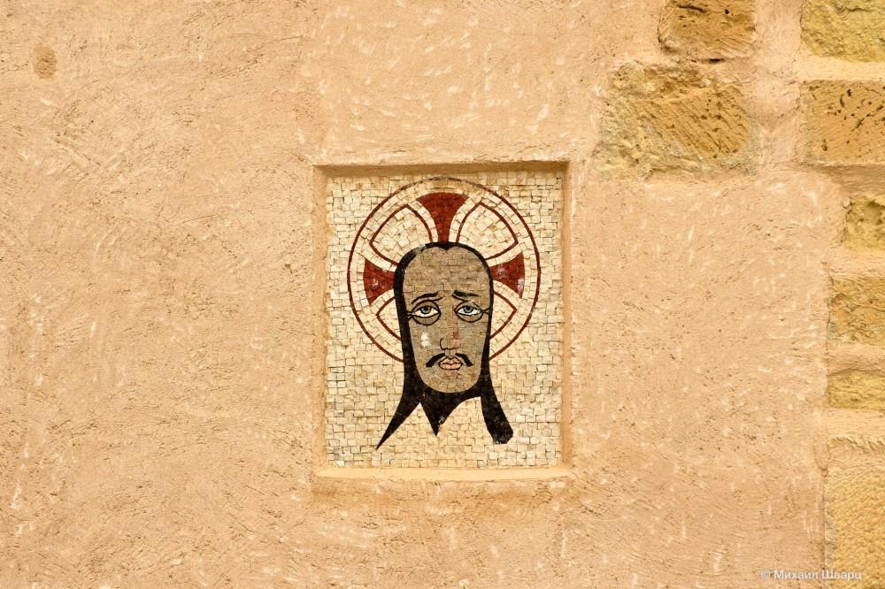 Мозаика на одной из стен