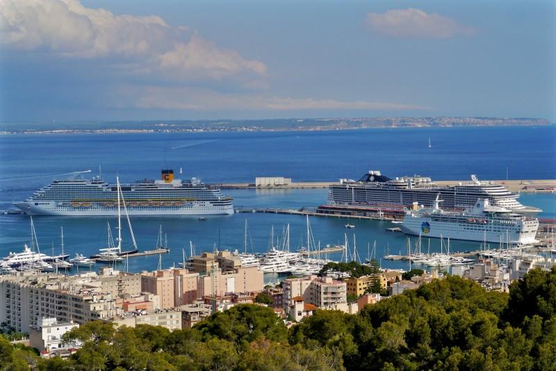 Круизные корабли в порту Пальмы