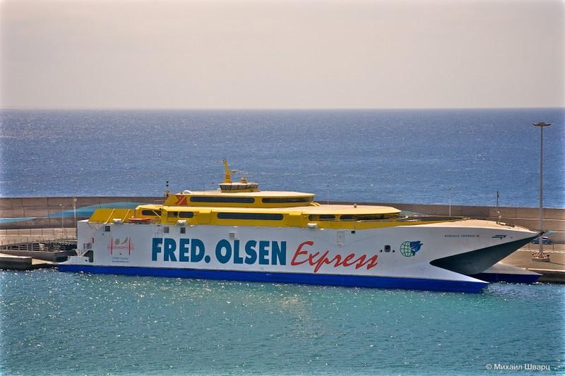 Паром компании Fred Olsen Express