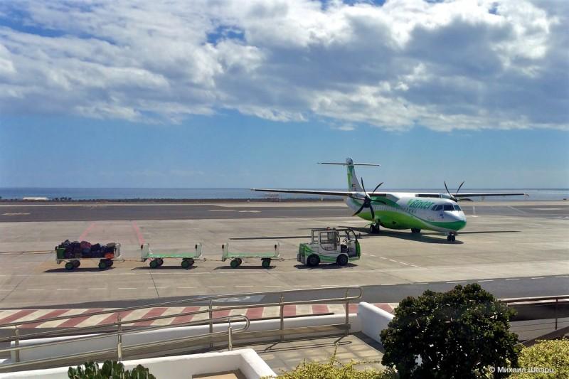 Самолет компании Binter Canarias