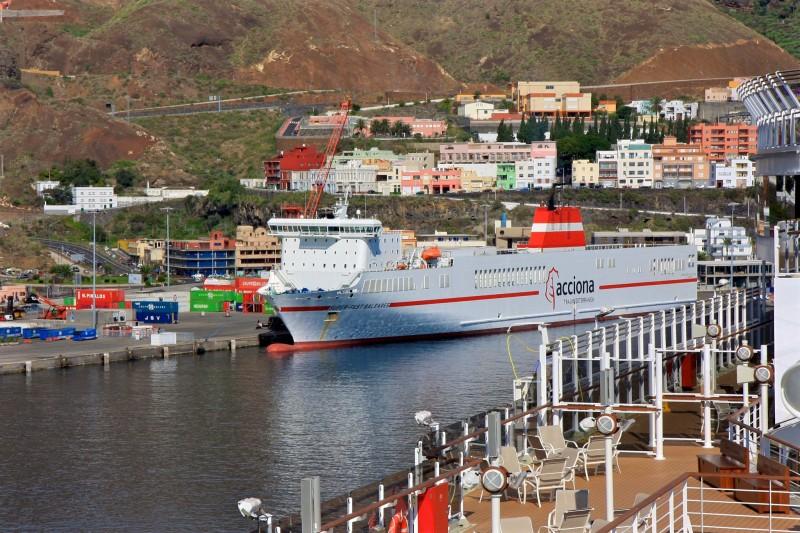 Паром в порту Санта-Крус-де-Ла-Пальма